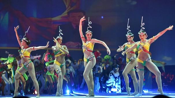 Bailarinas refazem a abertura clássica do Fantástico em mais uma das dezenas de supresas (Foto: Globo)