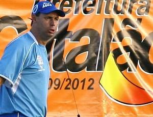 Evair Paulino, novo técnico do Crac (Foto: Ricardo Rafael / O Popular)