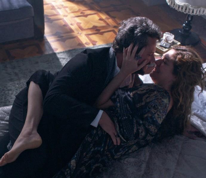 Isabel debocha de Augusto e pergunta se ele não vai conseguir dar conta de Cecília e Mariana ao mesmo tempo (Foto: TV Globo)