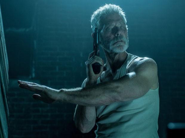 Stephen Lang em cena de 'O homem nas trevas' (Foto: Divulgação)