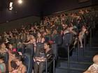 Bebês 'invadem' sala de cinema em projeto especial para mamães