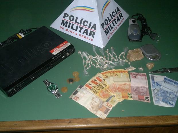 79 pedras de crack foram apreendidas no local (Foto: Cabo Anderson / Polícia Militar)