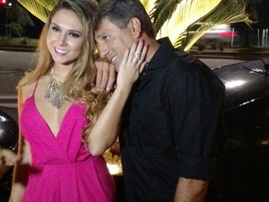 Carol Portaluppi com o pai Renato Gaúcho  (Foto: Léo Martinez/EGO)