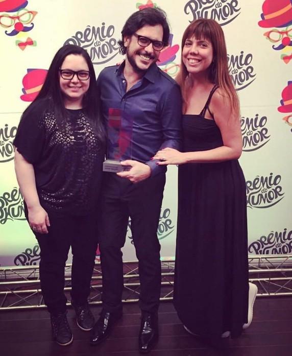 Luanna, Lucio Mauro Filho e Luly receberam o Prêmio do Humor que reverenciou o pai deles, Lúcio Mauro, no Rio  (Foto: Reprodução/ Instragram)