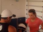 Fernanda Souza pega pesado em aula de muay thai