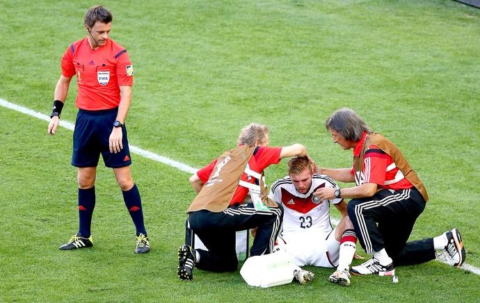 Christoph Kramer atendimento lesão final Alemanha x Argentina (Foto: Getty Images)