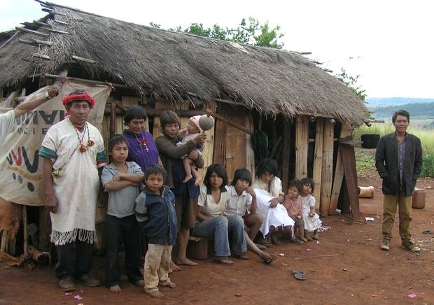índios Pay Tavera, parte da tribo Panambi'y, no Paraguai (Foto: Wikimedia Commons)