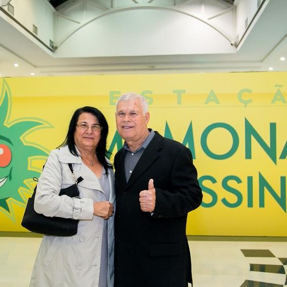 Hildebrando Alves e Célia Ramos, os pais de Dinho, prestigiam a abertura da exposição (Foto: Divulgação)