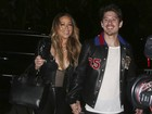 Mariah Carey, decotada, tem noite romântica com o namorado