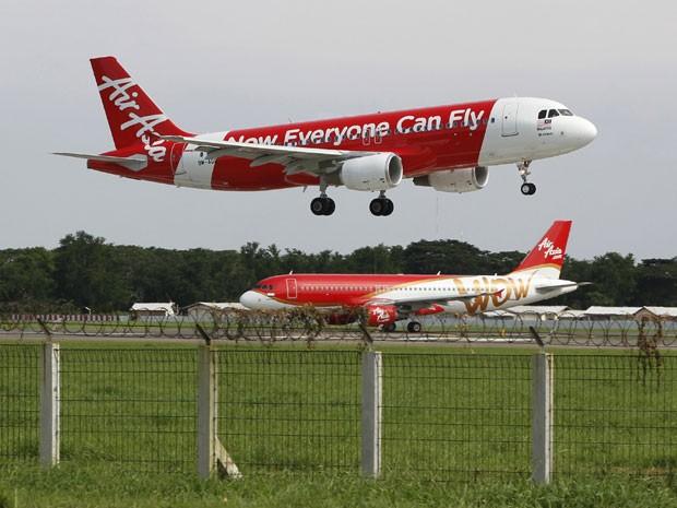 Foto de janeiro de 2013 mostra um Airbus A320, mesmo modelo da aeronave que despareceu neste domingo (28) na Indonésia (Foto: Enny Nuraheni/Reuters)