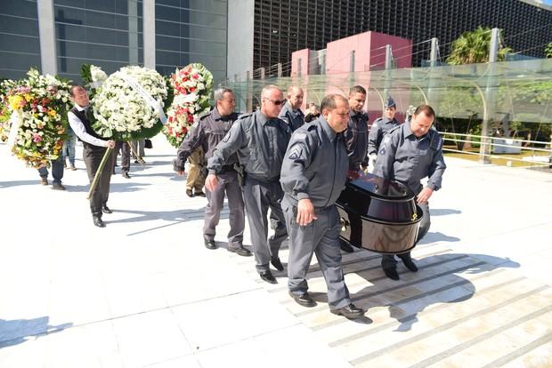 Corpo de Goulart de Andrade deixa a Assembleia Legislativa de São Paulo (Foto: Leo Franco/EGO)