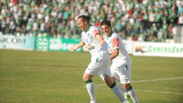 Chapecoense x Figueirense - Rodrigo Gral Paulinho Dias (Foto: Sirli Freitas/Agência RBS)
