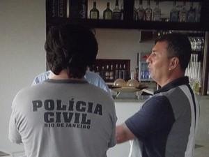 Peritos estiveram no hotel em Búzios na manhã desta quinta-feira (17) (Foto: Reprodução/Inter TV)