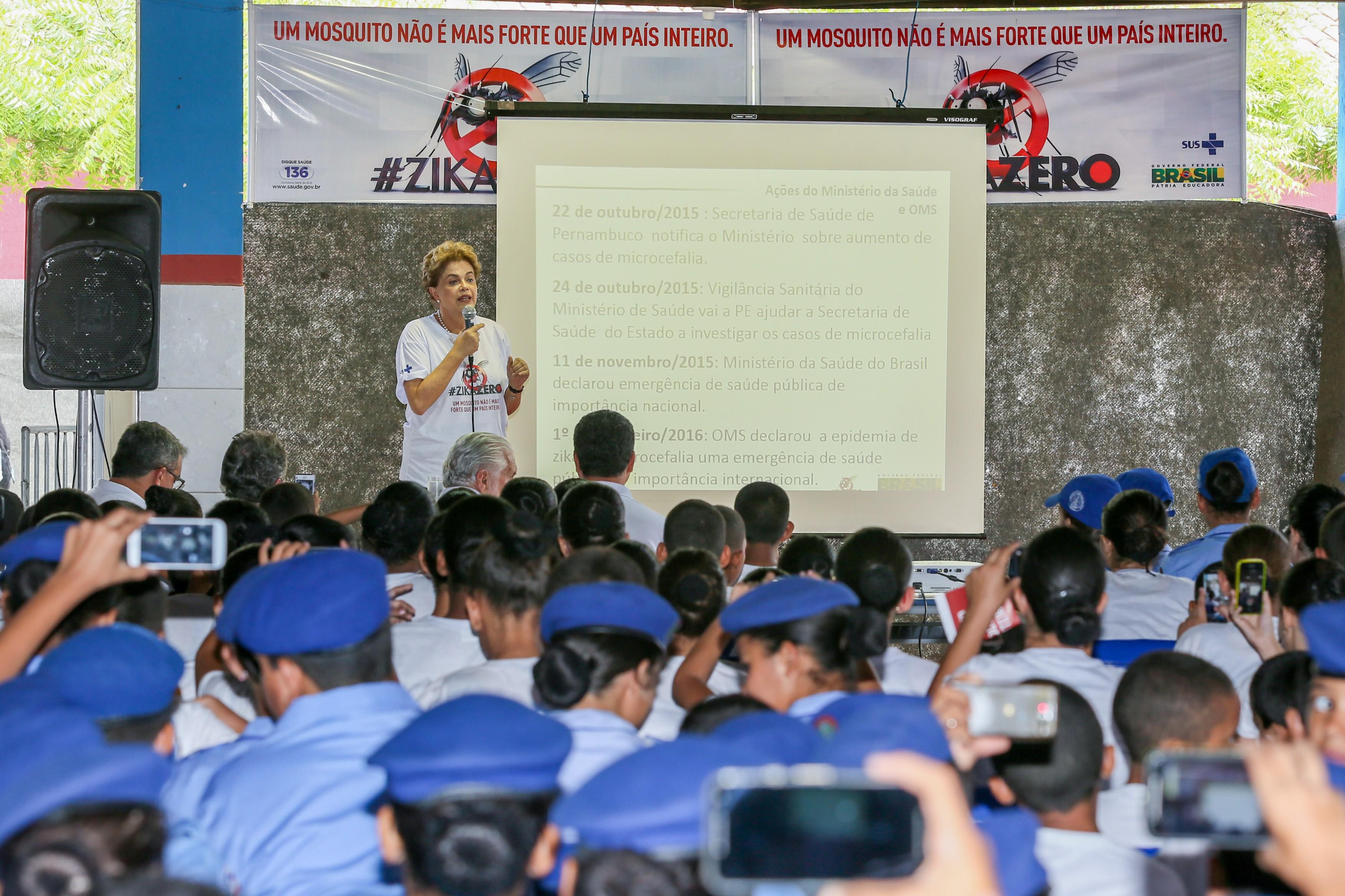 Presidente Dilma durante aula para alunos de colégio da Polícia Militar em Juazeiro (BA) (Foto: Roberto Stuckert Filho/PR)