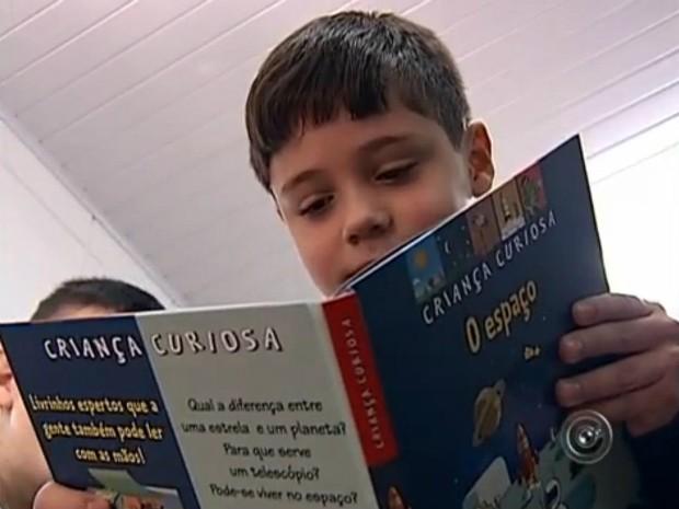 Biblioteca reúne obras voltadas para o público infantil (Foto: Reprodução / TV TEM)
