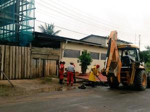 Bueiro foi tapado por morador na Zona Sul de Macapá (Foto: Divulgação/PMM)