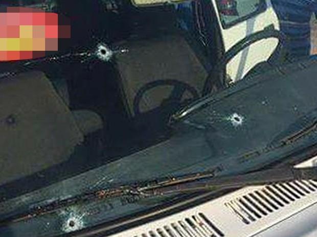 Tiros foram disparados contra automóvel do candidato (Foto: Gustavo Menezes)