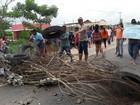 Servidores municipais de educação de Ipixuna protestam na BR-010