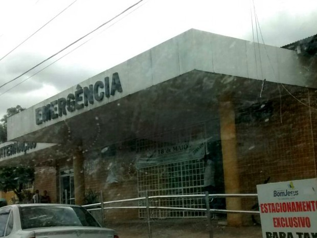 Vítima de 17 anos faz acompanhamento no Hospital de Bom Jesus (Foto: Adany Oliveira)