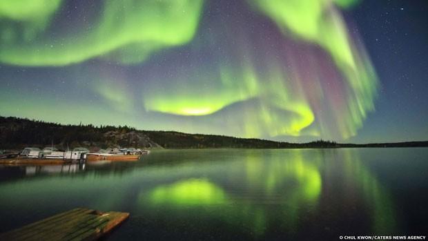 O fotógrafo coreano O Chul Know capturou um belo espetáculo de luzes no povoado de Aurora, em Yellowknife, no Canadá.  (Foto: O Chul Kwon/Caters News)