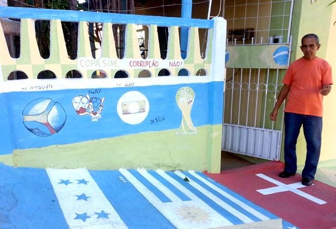 casa Copa José da Silva Divinópolis MG aposentado mundial futebol (Foto: Marina Alves)