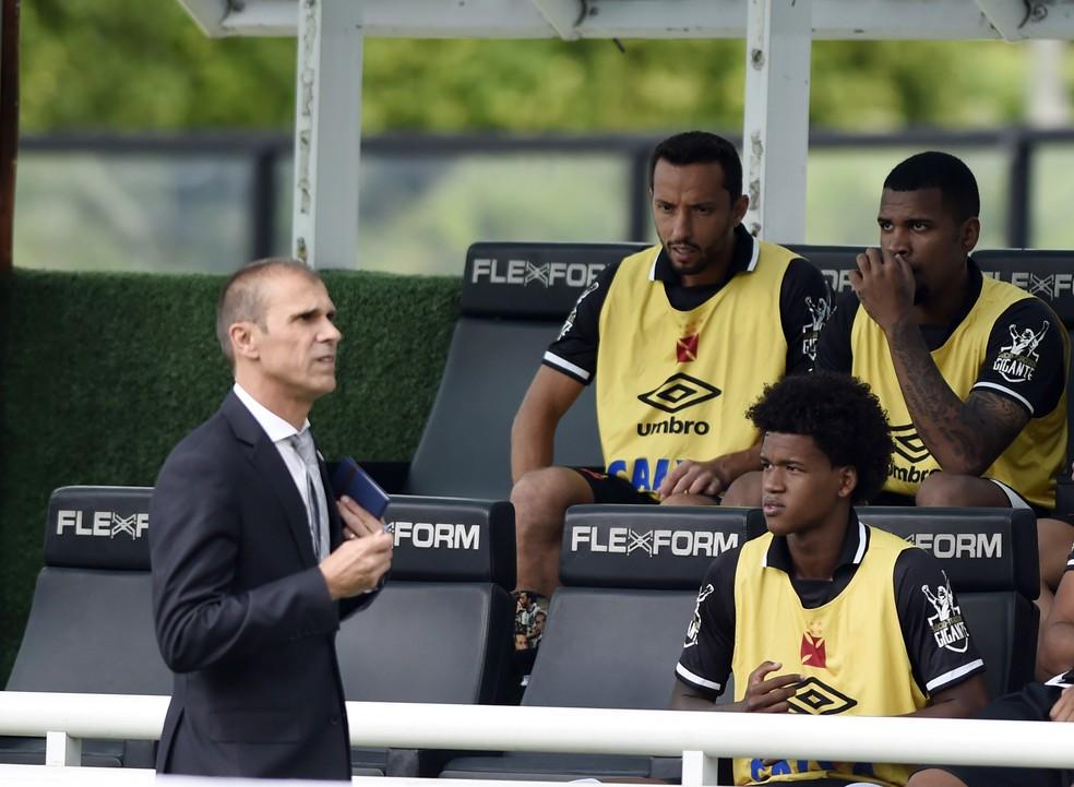 Nenê, no banco de reservas, na partida contra o Bahia, em maio (Foto: André Durão / GloboEsporte.com)