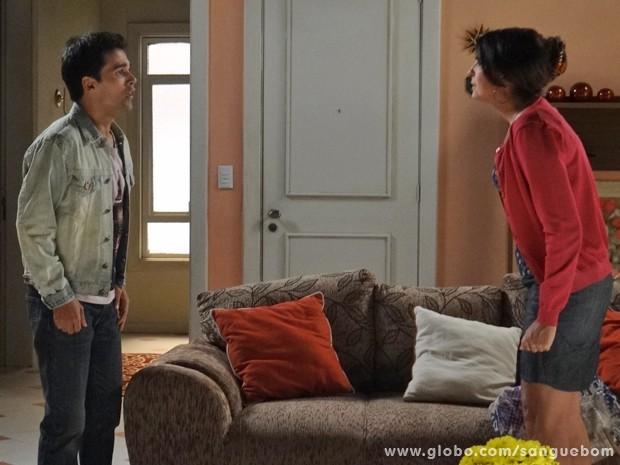 Rosemere dá aquele esporro no filho e cobra explicações (Foto: Sangue Bom/TV Globo)