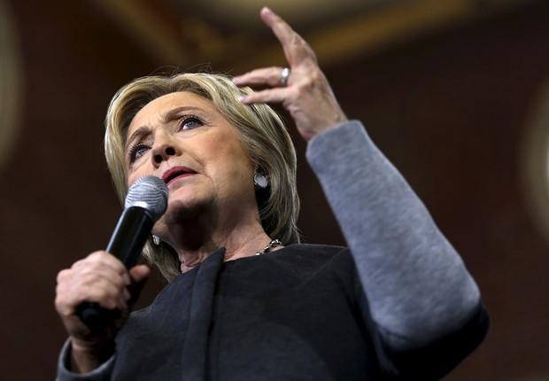 FBI descobre mais 15 mil documentos de Hillary ligados à polêmica dos e-mails