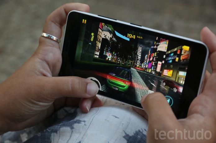 Desempenho do Lumia 640 surpreende (Foto: Lucas Mendes/TechTudo)