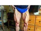 Felipe Franco mostra pernas supermusculosas, cheias de veias