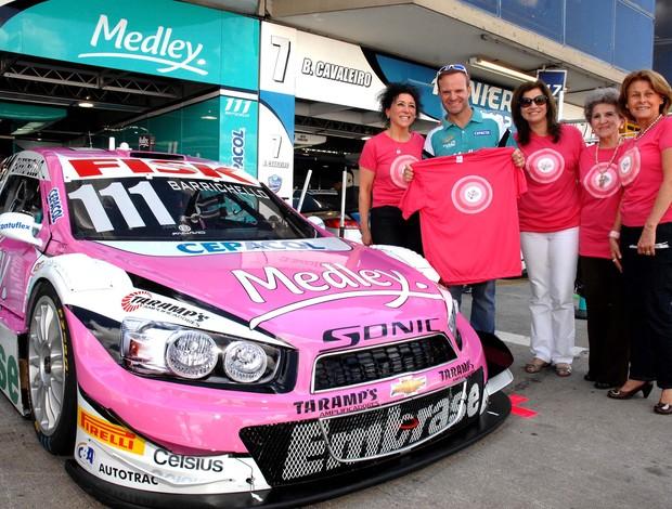 Rubens Barrichello Stock Car Curitiba Outubro Rosa Amigas da Mama (Foto: Miguel Costa Jr. / divulgação)