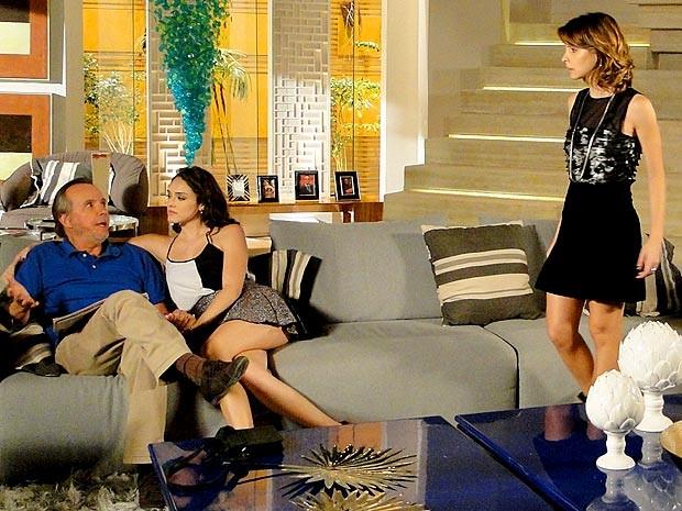 Sarmento fica do lado da ex-empreguete (Foto: Cheias de Charme / TV Globo)