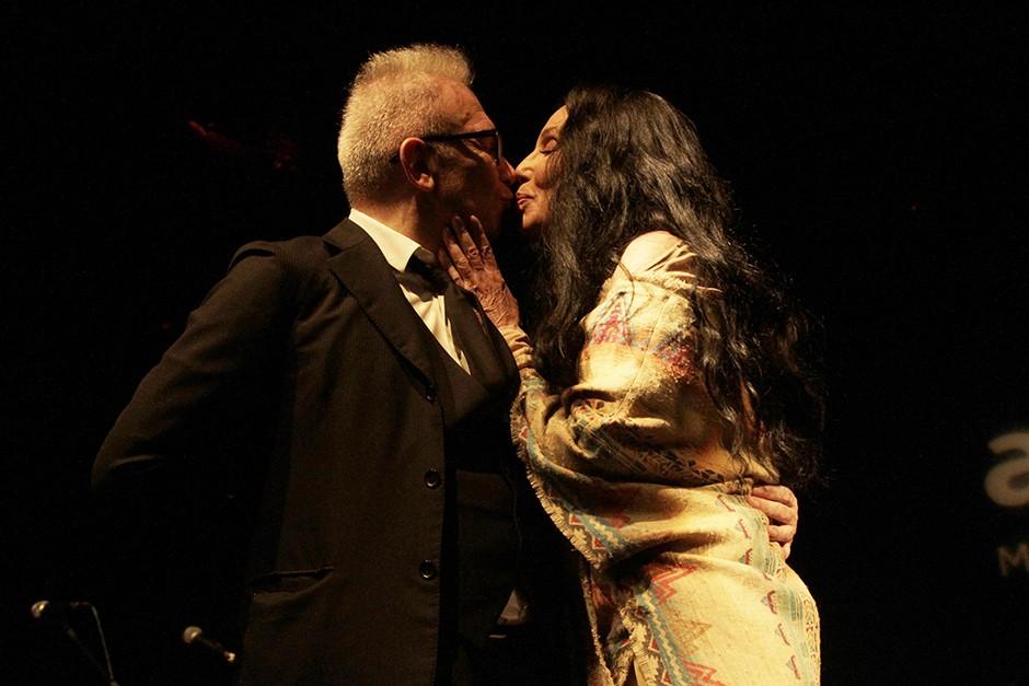 Jean Paul Gaultier e Cher no gala de 2015 (Foto: Divulgação)