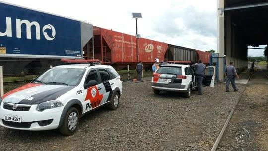 Ladrões que explodiram caixas eletrônicos são presos após tentarem fugir em trem