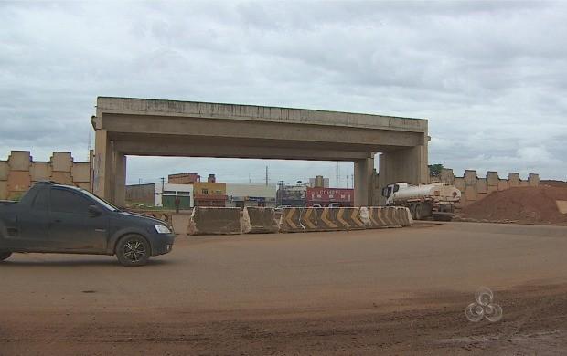 População reclama da demora na conclusão das obras (Foto: Bom Dia Amazônia)