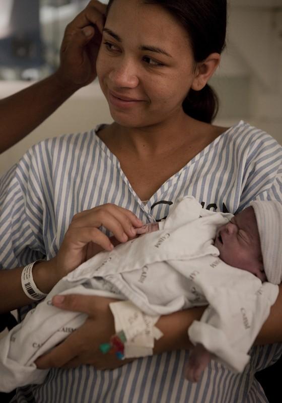 Marcelo Min troca bebê (Foto: Marcelo Min)