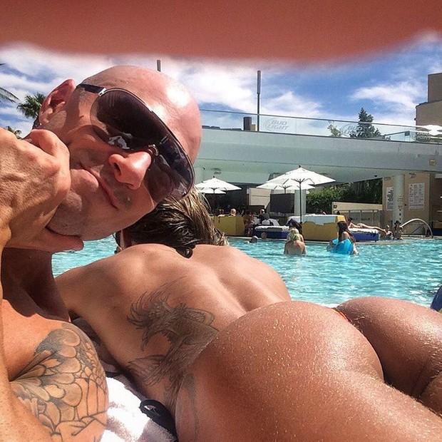 Michelly Crisfepe com o marido, Carlos Tomaiolo  (Foto: Reprodução/Instagram)