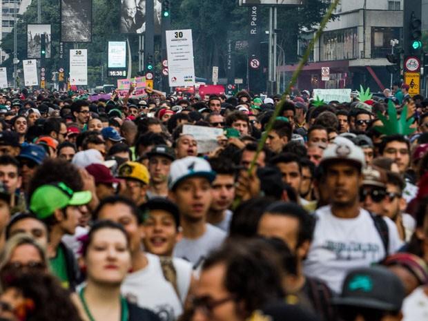 Manifestantes durante a Marcha da Maconha na Avenida Paulista (Foto: Carla Carniel/Frame/Estadão Conteúdo)