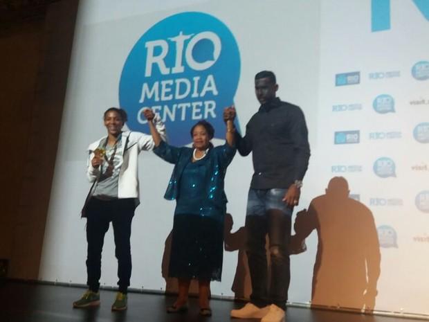 A medalhista de ouro Rafaela Silva, a secretária Luislinda Valois e o goleiro Aranha participam de debate do programa Olimpíada sem Racismo, no Rio (Foto: Aline Pollilo/G1)
