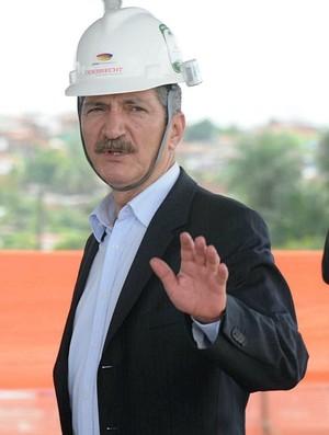 Aldo Rebelo visita obras da Arena Pernambuco (Foto: Aldo Carneiro)