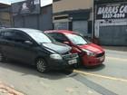 Dois carros batem na Avenida Beira Rio, em Volta Redonda, RJ