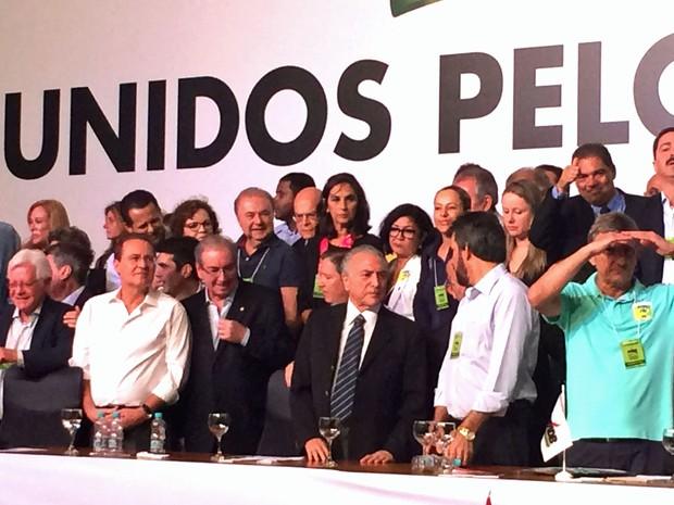 Michel Temer (centro), próximo a Eduardo Cunha e Renan Calheiros durante convenção PMDB  (Foto: Filipe Matoso)