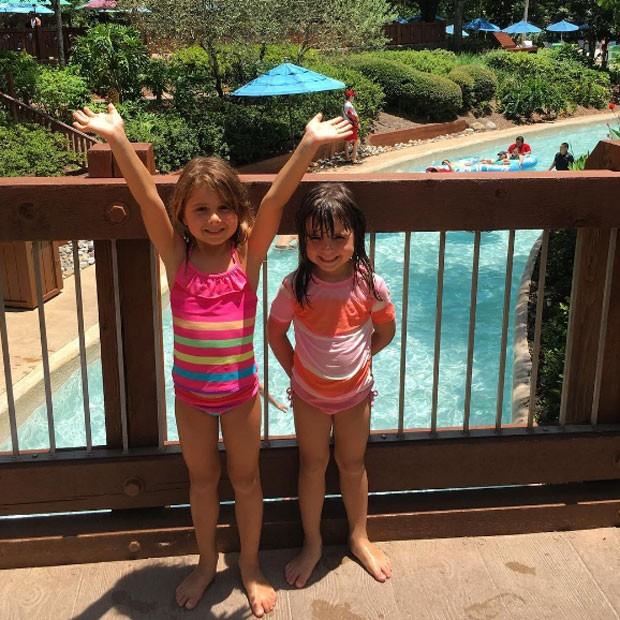 Nina e Maitê no parque aquático (Foto: Reprodução/ Instagram)