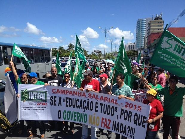 Categoria cobra renegociação salarial entre outras reivindicações (Foto: Micaelle Morais/G1)