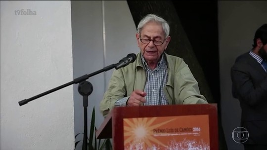 Raduan Nassar critica governo ao receber Prêmio Camões de literatura
