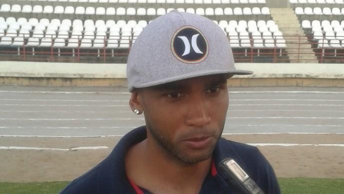 João Victor, lateral do CRB (Foto: Denison Roma/GloboEsporte.com)