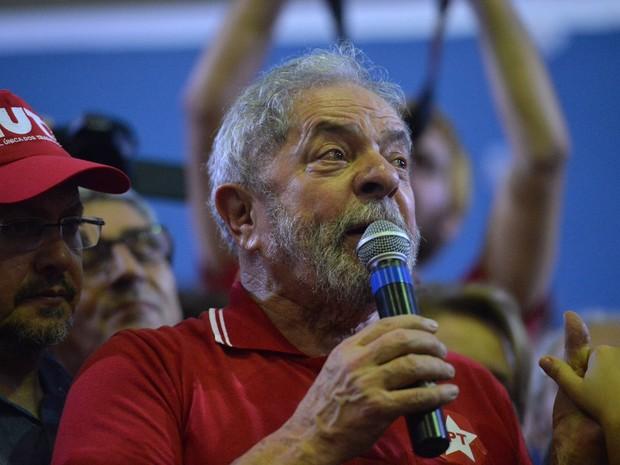 O ex-presidente Luiz Inácio Lula da Silva participa de encontro com sindicalistas e membros do Partido dos Trabalhadores (PT) em São Paulo  (Foto: Nelson Almeida/AFP)