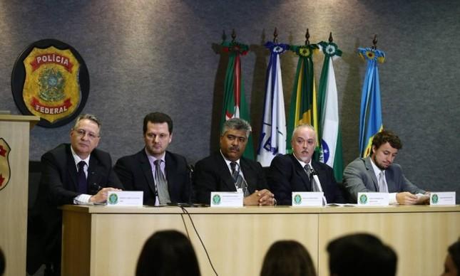 Integrantes da Força-Tarefa da Operação Lava-Jato falam sobre a 21ª fase (Foto:  Geraldo Bubniak / Agência O Globo)