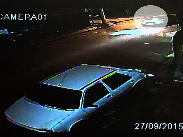 Ciclista foi atingido por motorista que não prestou socorro (Foto: Reprodução/TV TEM)