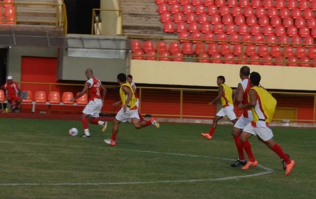 Rio Branco treina na Arena da Floresta antes da partida contra o Cuiabá (Foto: Wescley Camelo)